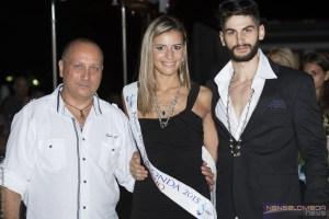 La vicintrice, Federica Ugolini, tra il direttore della Pisicina di PIanoro e il modello Sergio Manferdini